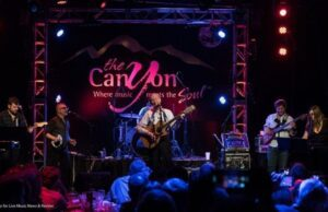 Al Stewart at the Canyon Club - photo by Stevo Rood