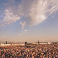 lockn-2016-crowd-with-tents-in-background