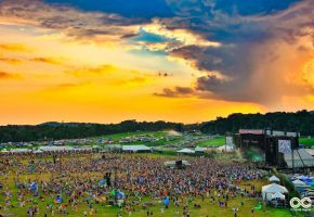 lockn-2016-mostly-food-vendor-tents-with-stunning-sunset